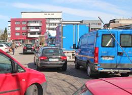 Jawohl: Hier ist gerade Wochenmarkt auf dem Rathausplatz von Ahrensburg!