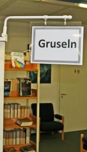 Hinweisschild in der Stadtbücherei