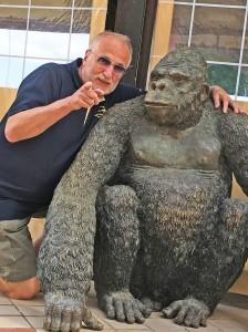 Vorschlag: Neben Muschelläufer einen Affen, zu dem der Bürger in Ahrensburg  gemacht wird!