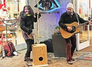 Handgemachte Musik in der Manhagener Allee - tolles Duo!